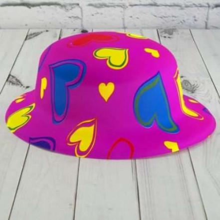 Шляпа детская Котелок пластик с принтом Cердечки